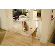 Maxi Walk-Thru Gate with Pet Door